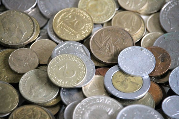 Old coins of different currencies worldwide Alte Münzen Cash Coin Coin Collecting Coin Collection Coins Coins Collection Coins Worldwide Currencies Currency Finance Finanzen Geld Inflation  Münzen Münzen Konvolut Münzen Weltweit Münzenberg Münzgeld Münzhaufen Münzsammlung Old Currency Savings Währungen Zahlungsmittel