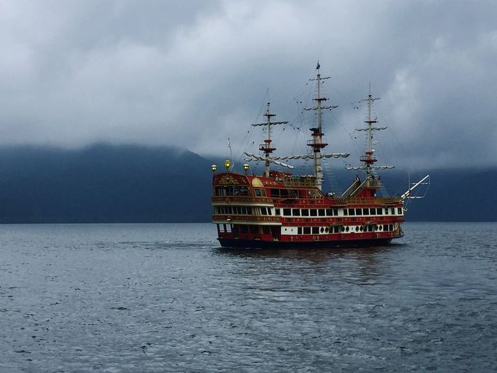 Barco pirata pirate ship cloud - skyseaa Red Color Pirate Ship Cloud - Sky Sea Sky Horizon Over Water Mode Of Transport Tranquility Water Nautical Vessel Japan Hakone Japan HAKONE!! Lake View Clouds And Sky Rainy Days An Eye For Travel