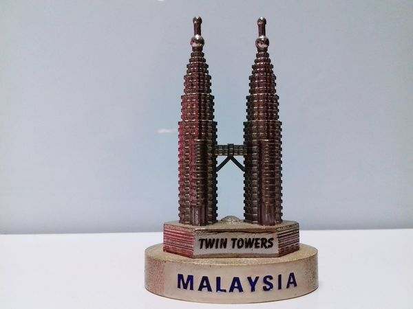 Lieblingsteil No People Archival Ancient Weight Scale Close-up Astrology Sign Day Malaysia No Person White Background Useful Thing Favourite Malaysian Malaysia Twin Tower Copper  Sovenier Sovenirs Model Twin Tower Object Metallic Metal Metal Structure Metal Work