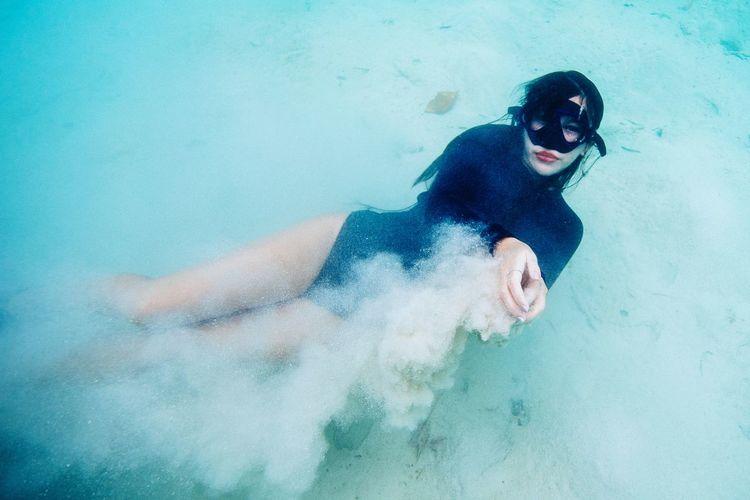 UNtitle Freedive Dive The Portraitist - 2018 EyeEm Awards Water Mask - Disguise Superhero Holy Week Eye Mask