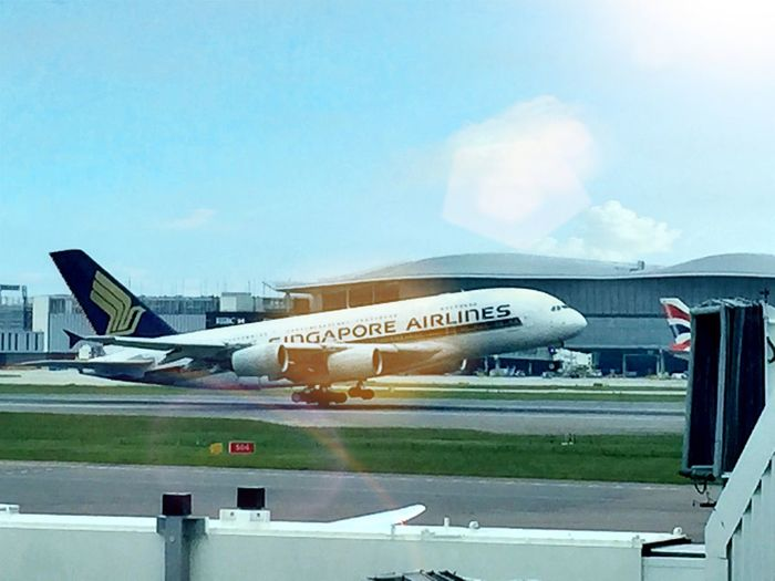 Singapore Airlines Airbus A380 Taking Off Clear Sky Sun Glare Eyem Best Shots