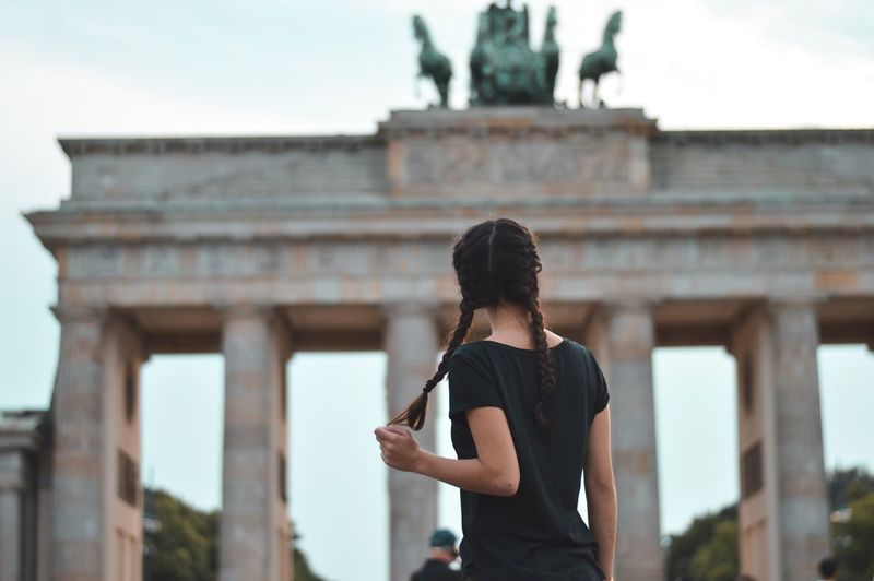Waist Up Healthy Lifestyle Exercising Only Women Lifestyles Adults Only Adult Architecture Young Adult People Outdoors Sport One Person One Young Woman Only One Woman Only City Leisure Activity Sports Clothing Focus On Foreground Young Women Berlin Brandenburger Tor Brandon Woelfel Landscape Photography Berliner Ansichten EyeEmNewHere