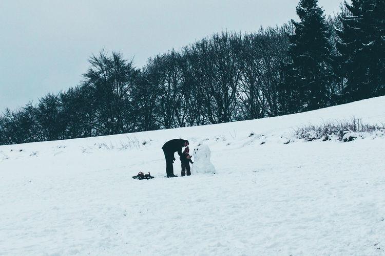 Building A Snowman  Do You Want To Build A Snowman Father With Son Schneemann Schneemann Bauen Snow Sports Snowman Snowman⛄ Winter In Germany Winterwonderland