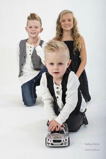 A bit odd familyportrait. Studio Photography Photostudio Kids Color Portrait Children's Portraits Siblings Brother & Sister Nikon D800 Portraits ToyCar