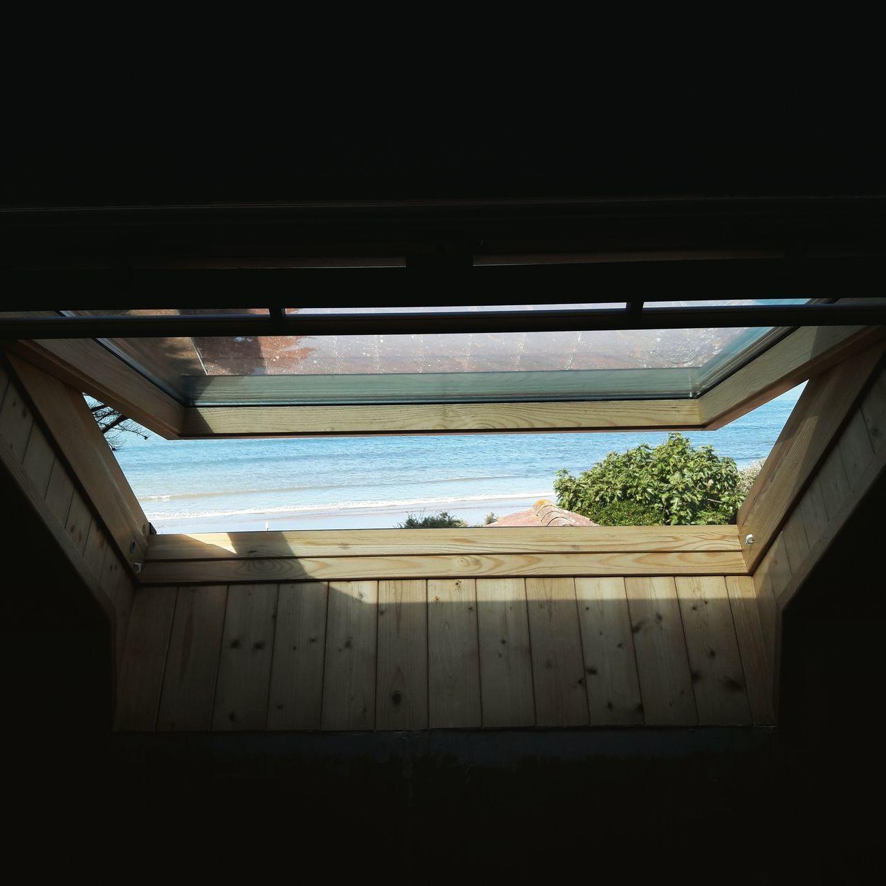 WINDOW IN SEA