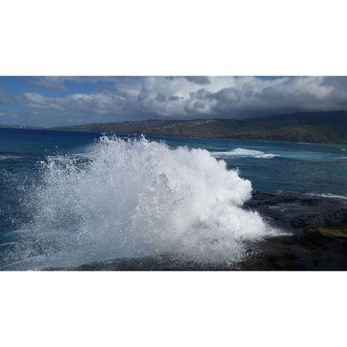 Wave and splashes here in HK! Hawaii Hawaiinei Oahu Aloha Paradise Samsung Galaxy S5 Nofilter Waves Hawaiikai Luckytolivehawaii