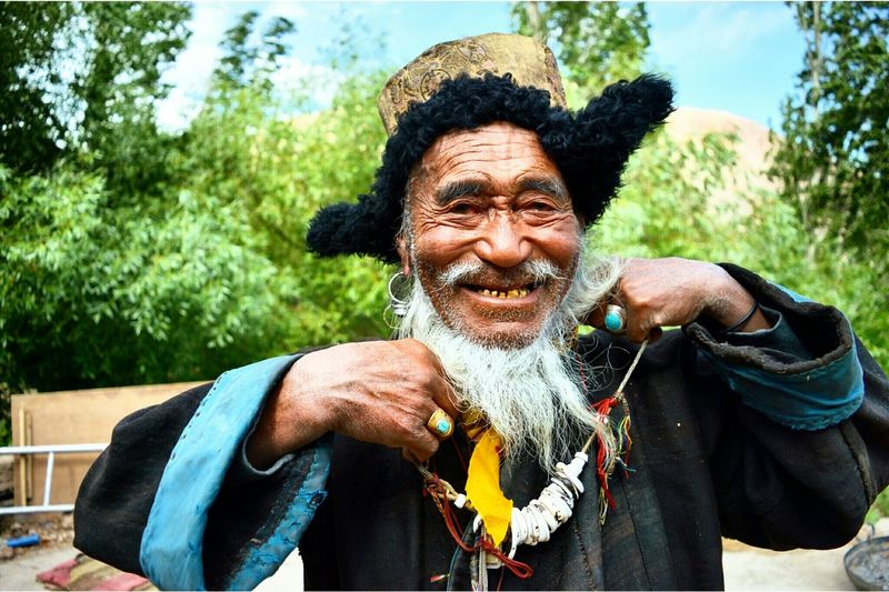 This is where happiness starts from! Happy Villager Old Farmer Traditional Ladakhi Dressup Beautiful Day Lotsofthingsto Learn Photography Picture Every Picture Tells A Story Inspiration Hardwork Farvillage Getlehed