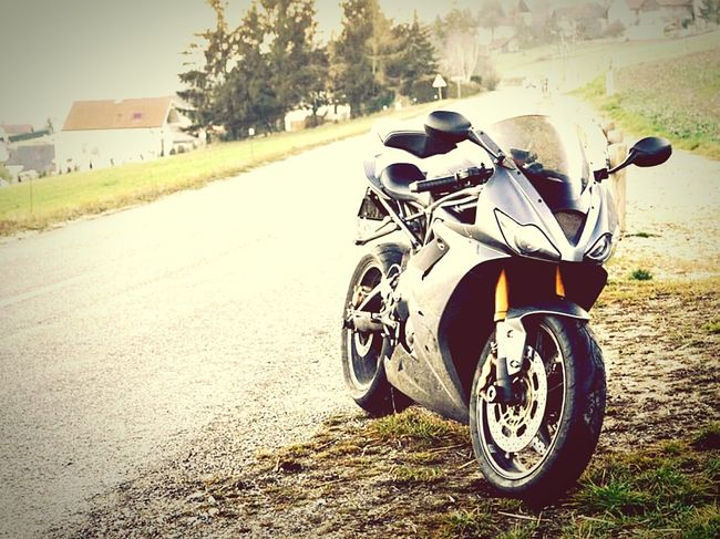 Triumph Daytona 675 Sunday Afternoon Campagne On The Road