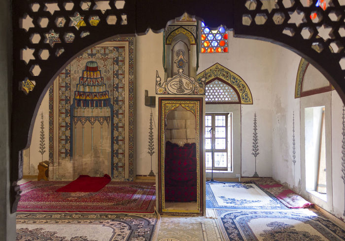 Koski Mehmed Pasha Mosque in Mostar, Bosnia Herzegovina Balkan Bosnia And Herzegovina Gate Koski Koski Mehmed Pashina Mosque Mostar Mostar Bosnia Worship Arch Architecture Bosnia Carpet Eyemphotography Indoors  Islamic Islamic Architecture Islamic Art Mehmet Mosque Mosque Architecture Mosque Interior No People Place Of Worship Religious Architecture Rug