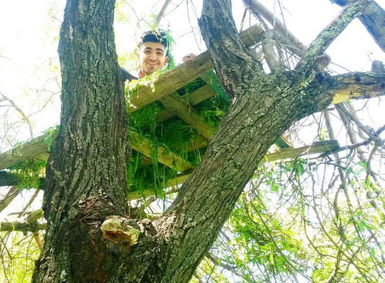 Hello ThatsMe Tree Tree House♥ Tree House Bench Hanging Out People Smile Smile :) Cheese! Eyemnaturelover Smile ✌ EyeEm Nature Lover Beautiful Nature Naturelovers Natural Tree Leafs Enjoying Life Happy People Taking Photos Relaxing LookingCute  Check This Out Faces Of EyeEm