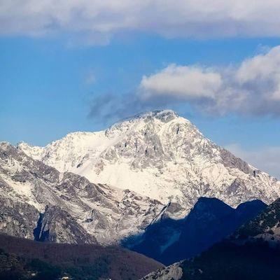 Monte Mountain Monti Mountains montagna montagne alpi alpiapuane apuane pania vetta cima neve inverno toscana tuscany italia italy altaversilia versilia wonder meraviglia
