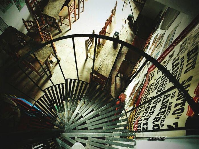 TakeoverContrast Rusticoromantico Escalera De Caracol Contrastante