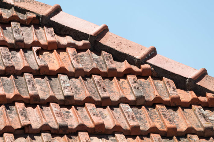 Old Buildings Rooftop Eye4photography  EyeEm EyeEm Best Shots EyeEmBestPics Roof Tile Architecture Architectural Detail Close-up Minimalobsession Minimalist Minimalism From My Point Of View Sky