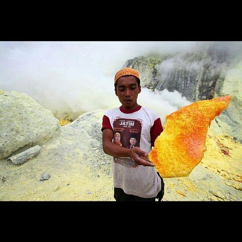 5 . The yellow chunk. Their gold. IJEN, A HARDWORK STORY. Ijen Banyuwangi Explorebanyuwangi Eastjava Exploreeastjava Explorejava Human Life Hardwork Photostory Photoessay INDONESIA Exploreindonesia Instanesia Indonesia_photography Describeindonesia ManaIndonesiamu Instanusantara Challenge. @manaindonesiamu @instanusantara JelajahIndonesiaku 1000kata