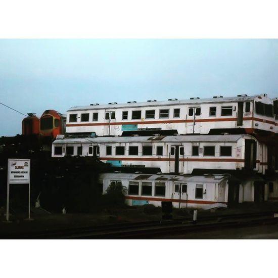 Rumah gerbong. Statsiun Purwakarta. Train Deadtrain Gerbong Kendaraan keretaapi