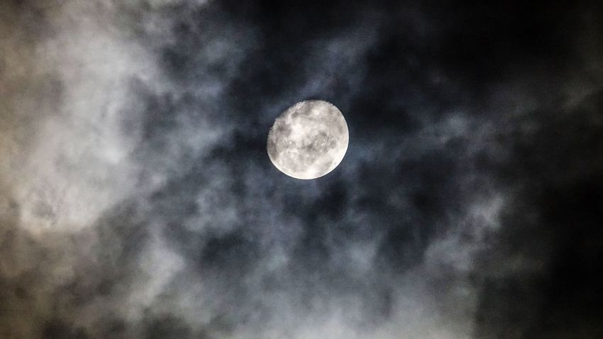 Dark night.. Moon Night Full Moon Low Angle View Moon Surface Space Outdoors Scenics Close-up Perspective EyeEm EyeEm Best Shots Check This Out Travel EyeEm Gallery Nightphotography Illuminated Sky Only Nature Tranquility Life Traveling Travel Photography EyeEm Selects Night Lights