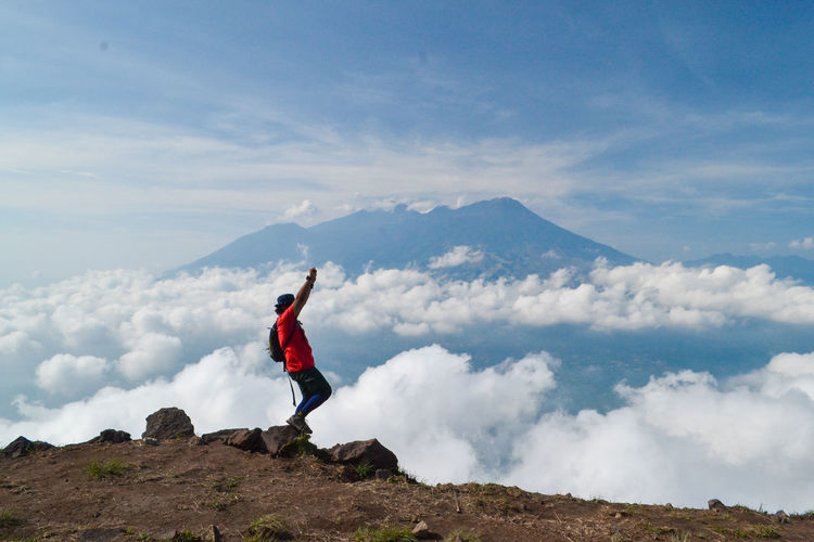 Sky Cloud - Sky One Person Mountain Real People Beauty In Nature Scenics - Nature Leisure Activity Lifestyles Tranquil Scene Full Length Tranquility Holiday Nature Human Arm Standing Day Environment Adventure Vacations Mountain Range Arms Raised Limb Outdoors Freedom