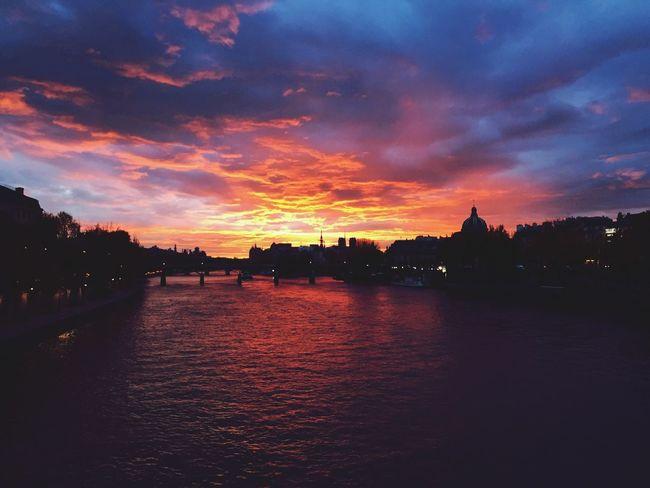 Matin parisien... Paris Sunrise Laseine Beautiful