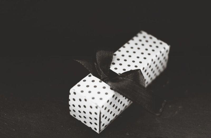 Present Geschenk Gift Masche Loop Polkadots Punkte Polka Dots