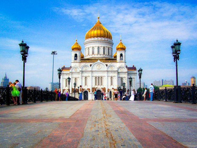 Architecture Building Exterior City Travel Destinations Built Structure Outdoors Large Group Of People Place Of Worship Dome People Cathedral Christ The Saviour Christ The Savior Cathedral Cathedral Of Christ The Savior Moscow Wedding City Life EyeEmNewHere Shiny Golden White Church Entrance Bridge Wedding The Street Photographer - 2017 EyeEm Awards