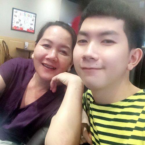 With mom !! Mom Caphe Coffee Thecoffebean Holidays Tết Family Familys Freedom Vietnamese Vietnam Instaboys Asian