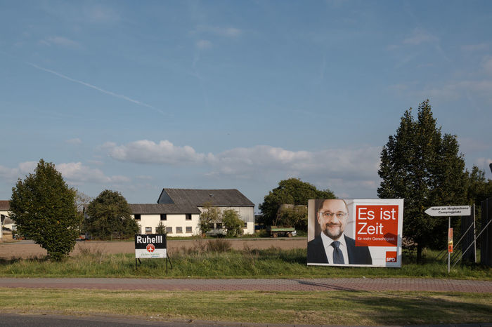 Wahlplakat Chancellor Candidate, Bundestagswahl Martin Schulz Schulz Architecture Building Exterior Built Structure Cloud - Sky Day Election Election Poster Field Germany Weed House Kanzlerkandidat One Person Outdoors People Placard Plakat Sky Text Tree Wahlplakat