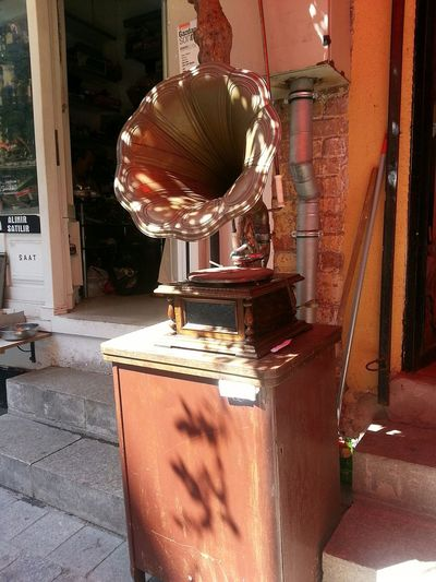 Antigue Antigue Dealer Red Outdoors Istanbul Türkiye Yellow Red Gramaphone Musical Instruments Music Antigue Dealer 3XSPhotographyUnity