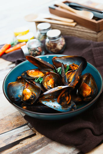 Food Food And Drink Freshness Table Seafood Healthy Eating Ready-to-eat Wellbeing Still Life Bowl Mussel No People Indoors  Serving Size Focus On Foreground Close-up High Angle View Crustacean Plate Shell Meal Tray Crockery Temptation Garnish