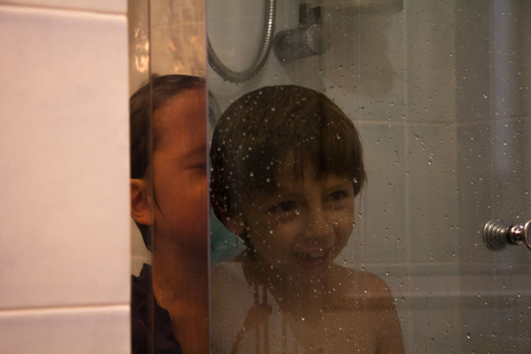 Taking Photos Relaxing Water Drops Perspectives Unconventional ShowerTime Get Close Laughing Twins