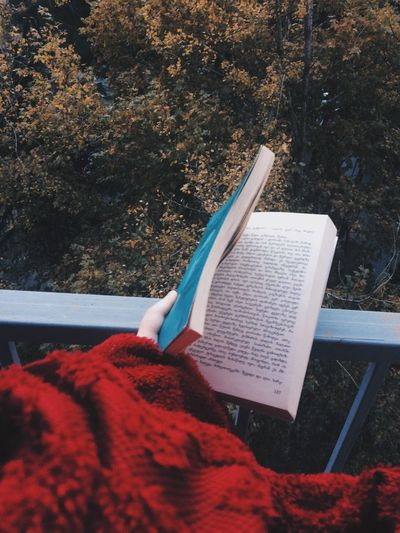 Winter Is Coming Autumn🍁🍁🍁 Books ♥ Leaves 🍁 Warm Colors Warm Clothing Warm Heart Love That Moment Coffe Thoughts