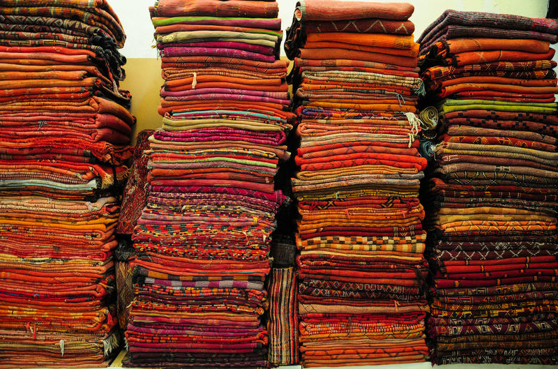 Backgrounds Bazaar Business Finance And Industry Choice Close-up Day For Sale Horizontal Indoors  Large Group Of Objects Market Market Stall Multi Colored No People Retail  Sari Stack Store Street Market Textile Textile Industry Variation Carpets Materials