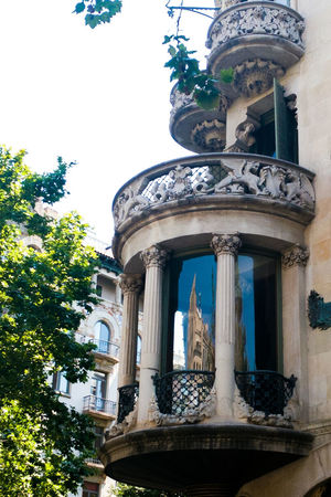 Modernisme a Barcelona Architecture Statue History Built Structure Low Angle View Travel Destinations No People Day Outdoors Building Exterior Tree Sculpture Close-up Sky Modernist Architecture Modernisme Barcelona Window Reflections Color