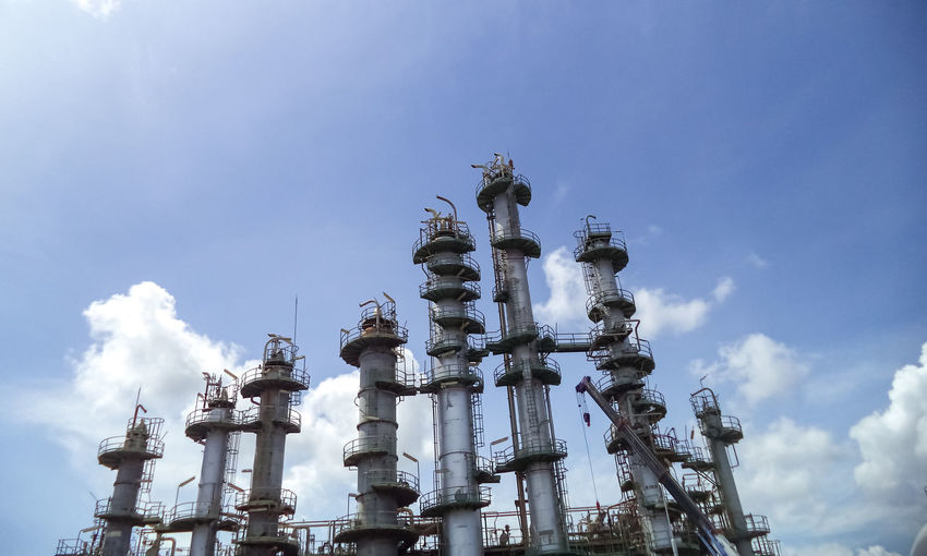 Pipe line and column tower in petrochemical plant normal