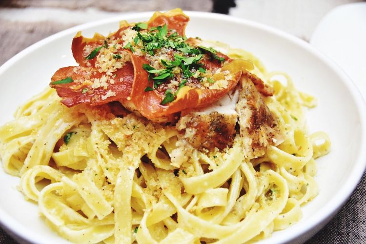 Chicken Alfredo topped with crispy prosciutto and garlic panko crumble. This is my father-in-law's favorite dish; and it is a dish cooked from the heart. Cooking this dish with love comes from my appreciation for him and everything he's done for my husband and I. Thank you, Dad :) Dinner Time Dinner Food Porn Delicious In My Mouf Comfort Food Comfortfood Foodporn Delicious Food Food Food <3 Foodie What's For Dinner? Cheese Pasta Lunchtime Lunch Time! Lunch Italian Food Chicken Alfredo Food Photography Foodphotography Foodgasm Food♡ Foods