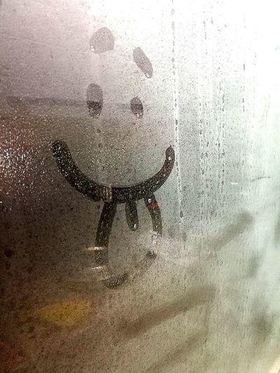 linguaccia Window Disegno Vetro Glass Glass - Material Lingua Linguaccia Espressione Expression Fanny Umidità Smile Indoors  Water Backgrounds Close-up No People Full Frame Day