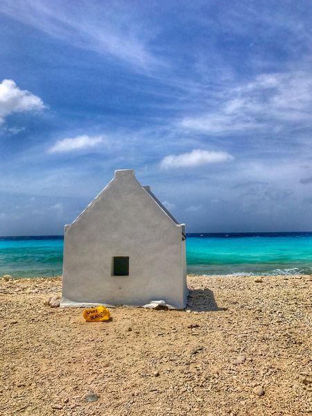 Break The Mold House Slave White Color Miami FL Usa 🇺🇸☀️ Salt Sleep Sea And Sky Clouds And Sky Variation