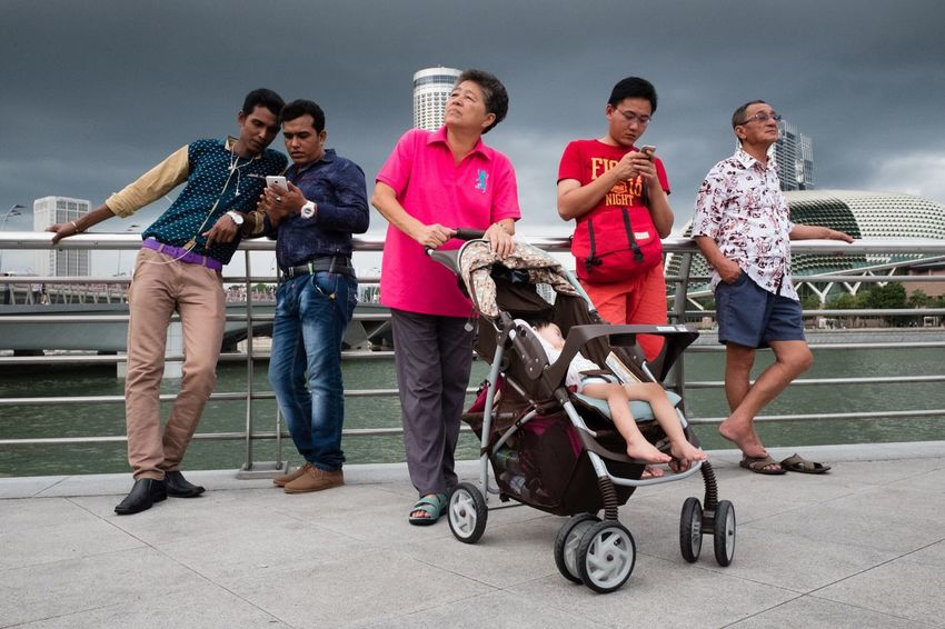 Snaps @ Merlion Singapore 2016 Group Of People Hanging Out Street EyeEm Streetphotography Street Photography Street Life EyeEmMagazine Streettogs Showcase The Tourist People And Places Check This Out The Week Of Eyeem The Week On Eyem Snapshots Of Life Showcase November Showcase December Fujifilm X70 Enjoy The New Normal Singapore Streetphoto_color X70 Taking Photos Singapore Streets