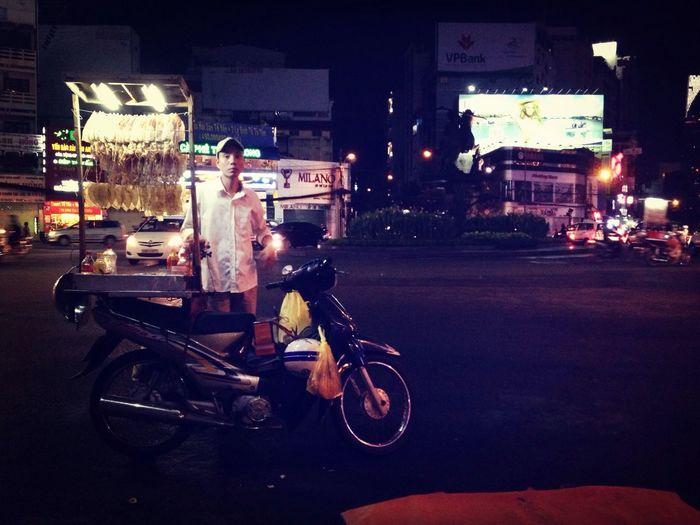 Last man standing. Working Poor  Streetphotography People