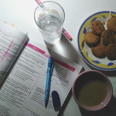 Artık o da bir 2019 tayfalı😳 Cookies Cookiesandcoffee YKS Tyt 12.sınıfoldum Studying Help Coffee LoveYourself Lovemyself 2019tayfa Drink Drinking Glass Table Close-up
