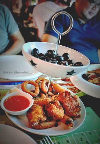 食之極樂、美妙的夜上海, 比利時啤酒餐廳+深夜無名烤生蚝攤, 尤其是后來加碼的烤生蚝, 為了吃這攤, 我可以耐心的等到深夜十一點, 又再次証明我對吃的偏執。。。Hahaha