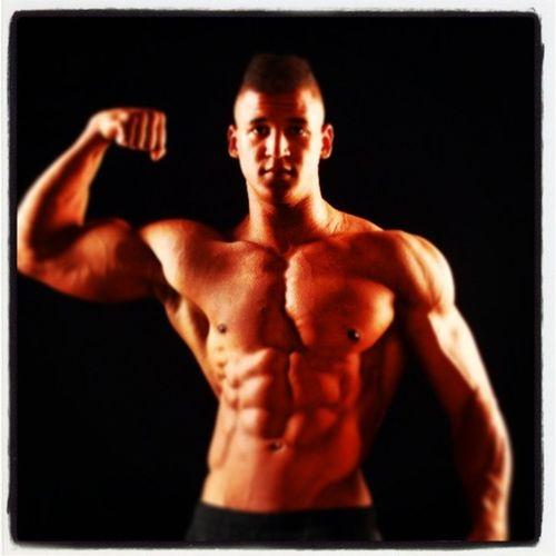 Harry Irorutola Team ShapeYOU member Bodybuildingmotivation Fitness ShapeYOU HarryIrorutola Training Bodybuilding Bizeps Fitnessmodel Fibo Mensphysique Nutrition