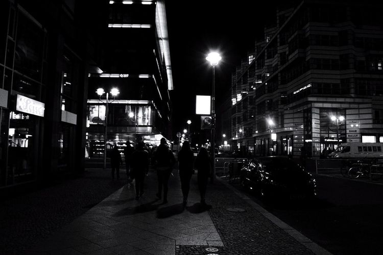 Si cammina nella notte. Travel Berlin Light Berlino Walk Night Light City Riot Illuminated Police Force Men City Street City Life Street Architecture Building Exterior Street Light Lamp Post The Street Photographer - 2018 EyeEm Awards