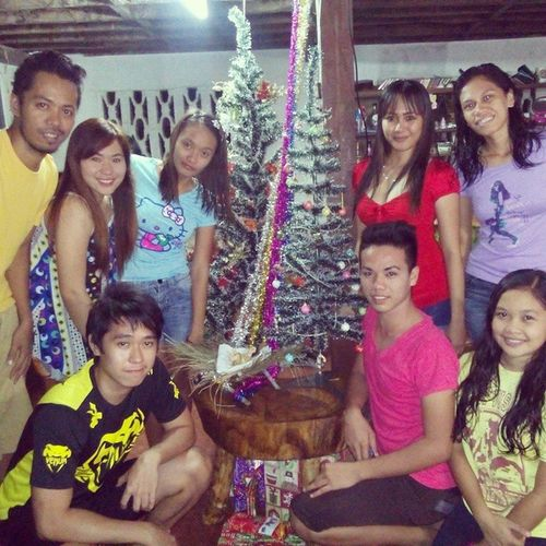 Nostalgic Christmas Dinner last night with relatives and neighbors... I missed this for so long. Thanks for the efforts NinongRex, AnteNenen, NonoyRexan, BebeDingdong, NengRoseAnn, NanayRosing, AnteSabeth, NayBelen, TayJoe, Jiji, Edgar, Cutie, Bekang, Noynoy, Maeta, NayLits, TayBoboy, NengGelyn, the BuntodElites family (effort kaayu tas pangompra, paghiwa og pagluto) Christmas Family Party dinner