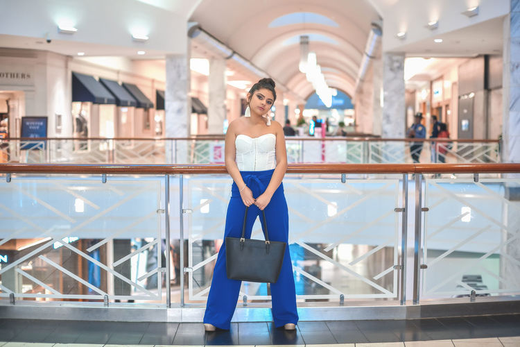One Person Front View Real People Indoors  Looking At Camera Full Length Adult Young Adult Portrait Lifestyles Casual Clothing Fashion Young Women Architecture Standing Smiling Focus On Foreground Women Beauty Beautiful Woman Hairstyle EyeEm Best Shots Fashion Bestoftheday Mall