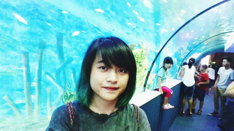Day 28: first time visit the aquarium with my first turquoise hair :3