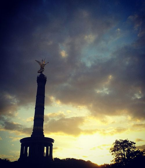 Autumn Colors Berliner Ansichten Sunset_collection Berlin Siegessäule Walking Around Clouds And Sky Berlin