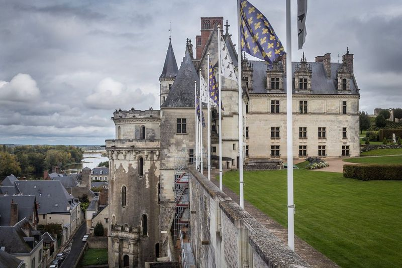 Architecture Cloud - Sky Sky Built Structure Building Exterior History Day Outdoors Flag No People Patriotism City Castle Château Travel Destinations EyeEmNewHere Welcomeweekly