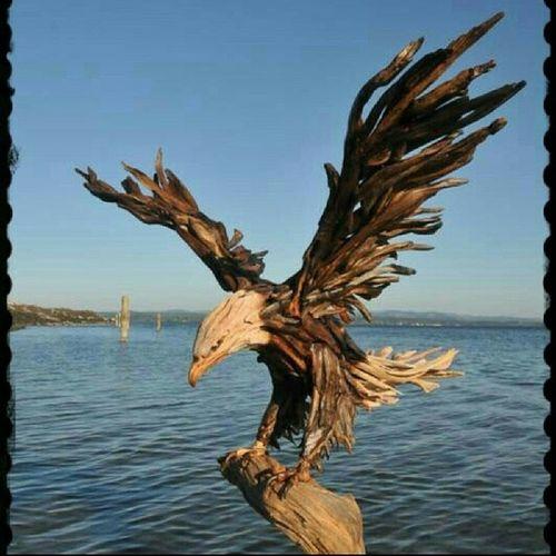 Ağaç parçalarıyla yapılmış kartal heykeli. Kartal Heykel Eagle Sculpture