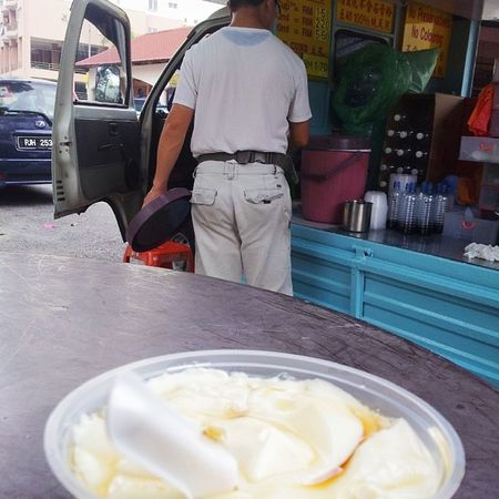 Stopped by to have Tau Fu Fa. Sunday Foodie Sidewalk Everythingisawesome lifeisgood