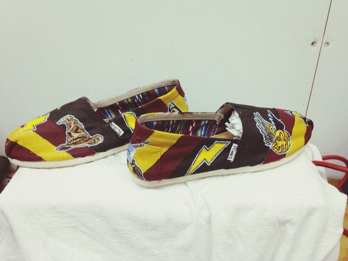 Custom designed TOMS by March ninth. Mninth.wix.com/marchninth Facebook.com/marchninth2014 Custom Shoes Toms Customs Art Fashion Shoes Marchninth Harry Potter Harry Potter ❤ gryffindor